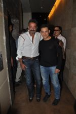 Sanjay Dutt, Aamir Khan at PK Screening in Mumbai on 25th Dec 2014 (1)_549d40f6da058.JPG