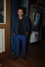 Abhijeet Sawant at Lucky_s music club in Hard Rock Cafe, Mumbai on 26th Dec 2014 (40)_549e8396b98cf.JPG