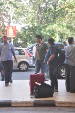 Arjun Kapoor snapped at the airport on 27th Dec 2014 (13)_549fc999e2345.JPG