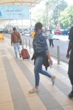 Sonakshi Sinha snapped at the airport on 27th Dec 2014 (35)_549fc9cae92ce.JPG