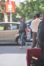 Sonakshi Sinha snapped at the airport on 27th Dec 2014 (37)_549fc9b007c05.JPG