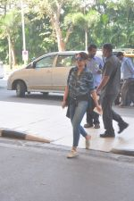 Sonakshi Sinha snapped at the airport on 27th Dec 2014 (51)_549fc9c022ff9.JPG