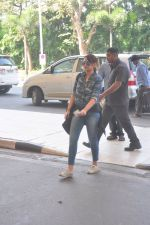 Sonakshi Sinha snapped at the airport on 27th Dec 2014 (52)_549fc9c2a648d.JPG