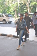 Sonakshi Sinha snapped at the airport on 27th Dec 2014 (55)_549fc9c737a8a.JPG