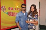 Bipasha Basu, Karan Singh Grover at Radio Mirchi Mumbai studio for the promotion of Alone in Mumbai on 29th Dec 2014 (12)_54a269435aabc.JPG