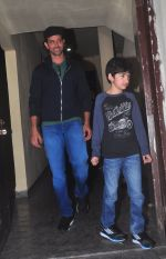 Hrithik Roshan snapped at PVR on 29th Dec 2014 (4)_54a27244a9eaa.JPG