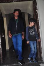 Hrithik Roshan snapped at PVR on 29th Dec 2014 (5)_54a27246229e0.JPG