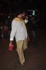 Mithun Chakraborty snapped at airport in Mumbai on 2nd Jan 2015 (53)_54a7caafd0d5a.JPG