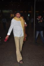 Mithun Chakraborty snapped at airport in Mumbai on 2nd Jan 2015 (58)_54a7caba3f826.JPG