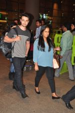 Arpita Khan snapped at airport on 3rd Jan 2015 (10)_54a94285d0bfd.JPG