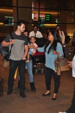 Arpita Khan snapped at airport on 3rd Jan 2015 (9)_54a94284597ed.JPG