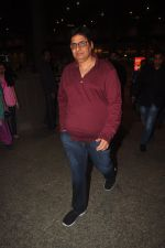 Vashu Bhagnani snapped at airport in Mumbai on 4th Jan 2014 (31)_54aa34e51600f.JPG