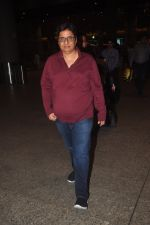 Vashu Bhagnani snapped at airport in Mumbai on 4th Jan 2014 (32)_54aa34e619d3c.JPG