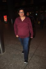 Vashu Bhagnani snapped at airport in Mumbai on 4th Jan 2014 (33)_54aa34e6f0d9f.JPG