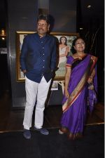 Kapil Dev_s Khshi NGO at SRK_s painting auction bash in Mumbai on 6th Jan 2015 (83)_54acd4e52d1ab.jpg