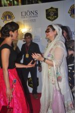 Priyanka Chopra, Salma Agha at the 21st Lions Gold Awards 2015 in Mumbai on 6th Jan 2015 (646)_54acf5bf75000.jpg