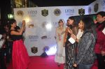 Priyanka Chopra, Salma Agha at the 21st Lions Gold Awards 2015 in Mumbai on 6th Jan 2015 (650)_54acf5c1b0d63.jpg