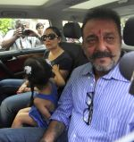 Sanjay Dutt snapped with wife Maanyata Dutt, son Shahraan Dutt, daughter Iqraa Dutt leaving for Yerwada Jail after finishing his furlough in Mumbai on 8th Jan  (2)_54af8e0c17dab.jpg