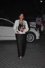Simi Garewal at Farah Khan_s birthday bash at her house in Andheri on 8th Jan 2015 (300)_54afc609e8d5a.JPG
