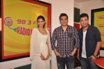 Sonam Kapoor, Arbaaz Khan, Varun Sharma at Dolly Ki Doli movie promotion at Radio Mirchi on 8th Jan 2015 (9)_54afcda259b19.JPG