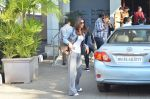 Vaani Kapoor leave for Saifai Maha Utsav Fest in Mumbai on 8th Jan 2015 (47)_54af8ed99f13f.JPG
