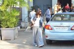 Vaani Kapoor leave for Saifai Maha Utsav Fest in Mumbai on 8th Jan 2015 (48)_54af8eda86832.JPG