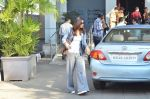 Vaani Kapoor leave for Saifai Maha Utsav Fest in Mumbai on 8th Jan 2015 (49)_54af8edb71711.JPG