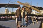 Ayushmann Khurrana, Vibhu Puri promote Hawaizaada in Versova Beach, Mumbai on 9th Jan 2015 (54)_54b157527947f.JPG