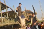 Ayushmann Khurrana, Vibhu Puri promote Hawaizaada in Versova Beach, Mumbai on 9th Jan 2015 (56)_54b15765526d2.JPG