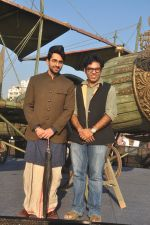 Ayushmann Khurrana, Vibhu Puri promote Hawaizaada in Versova Beach, Mumbai on 9th Jan 2015 (61)_54b1577d8c3f5.JPG