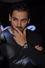 John Abraham launches Yamaha Fascino Calendar in Mumbai on 13th Jan 2015 (27)_54b663b652b43.JPG