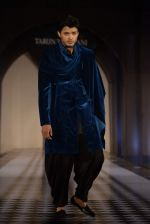Model walks for Tarun Tahiliani-Azva show in Hyderabad in Tak Krishna on 13th Jan 2015 (242)_54b662656de2c.JPG