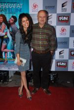 Tena Desae, Anupam Kher at the Premiere of Sharafat Gayi Tel Lene in Fun, Mumbai on 15th Jan 2015 (154)_54b8ebf0ee277.JPG