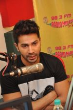 Varun Dhawan promote Badlapur at Radio Mirchi on 15th Jan 2015 (13)_54b8d18bea9cc.JPG