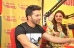 Varun Dhawan, Huma Qureshi promote Badlapur at Radio Mirchi on 15th Jan 2015 (9)_54b8d17fb19c8.JPG