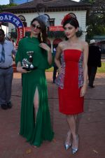 Urvashi Rautela, Sapna Pabbi at Mid-day race in RWITC, Mumbai on 18th Jan 2015 (147)_54bcd7909fe33.JPG