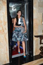 Sonam Kapoor snapped in Juhu, Mumbai on 19th Jan 2015 (11)_54bdf506b9dd7.JPG