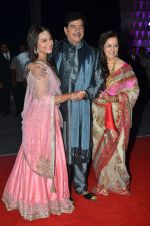 shatrughan sinha, Poonam Sinha, Sonakshi Sinha at Kush Wedding Reception in Sahara Star, Mumbai on 19th Jan 2015 (221)_54be17d334d09.JPG