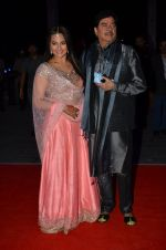 shatrughan sinha, Sonakshi Sinha at Kush Wedding Reception in Sahara Star, Mumbai on 19th Jan 2015 (97)_54be17e5e4007.JPG