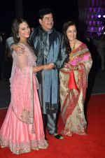 shatrughan sinha, Poonam Sinha, Sonakshi Sinha at Kush Wedding Reception in Sahara Star, Mumbai on 19th Jan 2015 (222)_54be174ab3b4a.JPG
