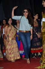 Rani Mukherjee at Mumbai university in Santacruz, Mumbai on 20th Jan 2015 (21)_54bf546333ba7.JPG