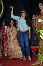Rani Mukherjee at Mumbai university in Santacruz, Mumbai on 20th Jan 2015 (22)_54bf5464bb47d.JPG