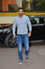 John Abraham at the launch of book In Search of Dignity and Justice by Sudharak Olwe in Mumbai on 22nd Jan 2015 (70)_54c20b35a9fa3.JPG