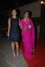 Tanuja, Tanisha Mukherjee at Bappi Lahiri_s wedding anniversary in Juhu, Mumbai on 23rd Jan 2014 (77)_54c4b53f6584e.JPG