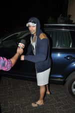 Varun Dhawan snapped in Bandra, Mumbai on 24th Jan 2015 (11)_54c4ba4eb3010.JPG