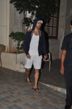 Varun Dhawan snapped in Bandra, Mumbai on 24th Jan 2015 (33)_54c4ba5be44dc.JPG