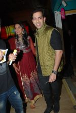 Kush Sinha with wife at the Premiere of Hawaizaada in Mumbai on 29th Jan 2015 (25)_54cb42a2115f8.jpg