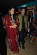 Kush Sinha with wife at the Premiere of Hawaizaada in Mumbai on 29th Jan 2015 (26)_54cb42a32c7d3.jpg