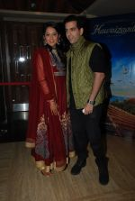 Kush Sinha with wife at the Premiere of Hawaizaada in Mumbai on 29th Jan 2015 (37)_54cb42af55ea8.jpg