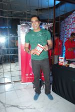 Vindu Dara Singh at Arya Babbar_s book launch in Enigma on 4th Feb 2015 (46)_54d32e00e91ec.JPG
